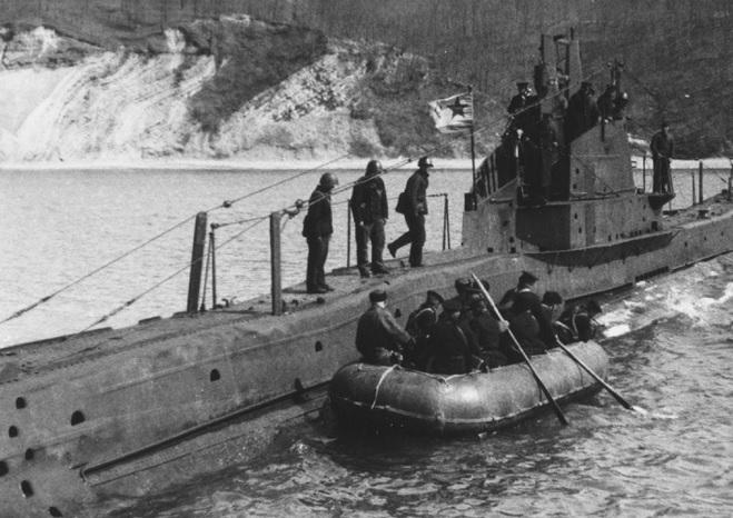 Фото-11.-Высадка-разведывательно-диверсионной-группы-с-подводной-лодки