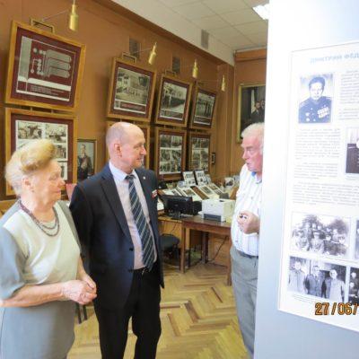 Директор Музея им.Маринеско знакомиться с музеем БГТУ