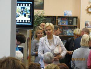 Начальник отдела культуры Невского района Бескровная М.Б. перед открытием выставки
