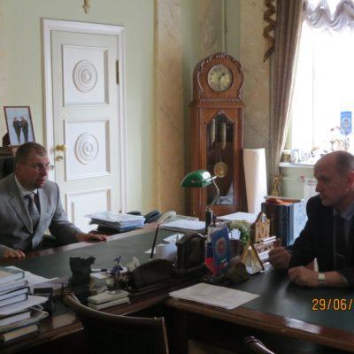 Перспективы совместной работы обсуждают ректор БГТУ К.М. Иванов и директор музея им. Маринеско А.П. Тарапон