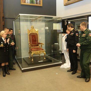 Отреставрированный Морской трон Екатерины II показали Коллегии музеев военно-морской направленности в ЦВММ