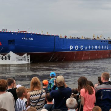 На Балтийском заводе в Санкт-Петербурге спущен на воду корпус мощнейшего в мире атомного ледокола «Сибирь» проекта 22220