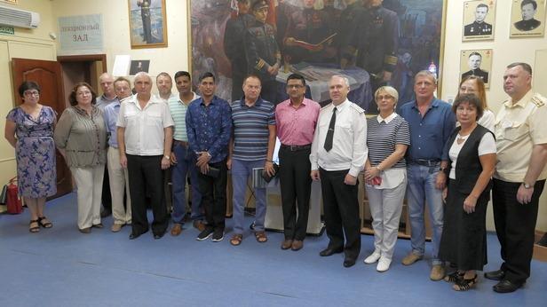 Представители высшего командования ВМС Индии в Музее