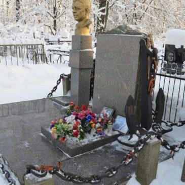 Наведение порядка на могиле Героя Советского Союза А.И. Маринеско в преддверии празднования «Атаки века».