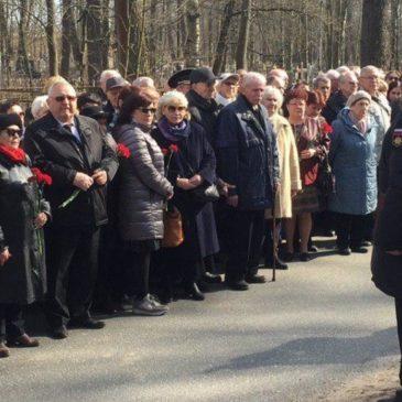 Память погибших членов экипажа подлодки «Комсомолец» почтили в Петербурге