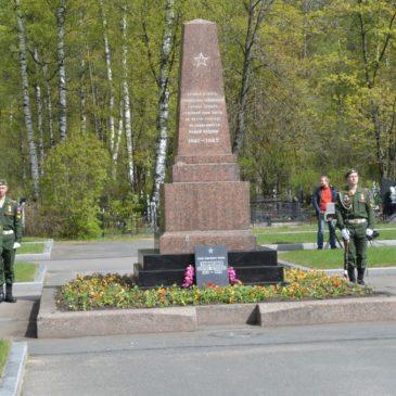 Торжественно-траурная церемония возложения венков и цветов на Богословском кладбище