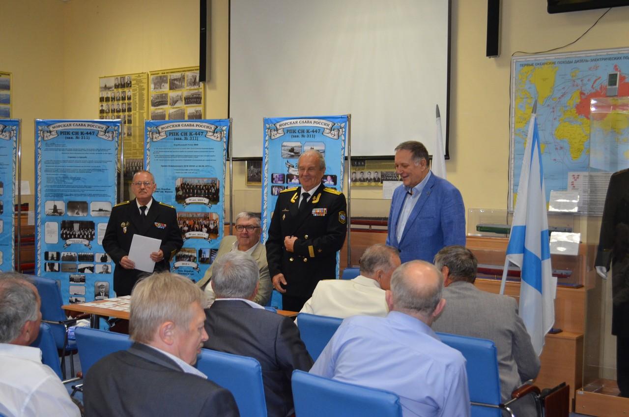 Награждение членов экипажа «К-447» медалями