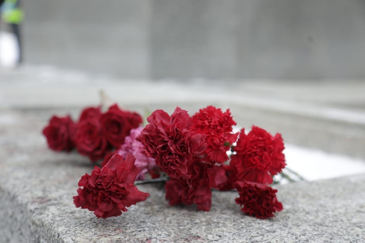 Торжественная церемония возложения венков и цветов на Пискаревском кладбище в честь Дня защитника Отечества